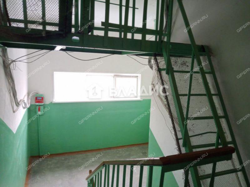 трёхкомнатная квартира на бульваре 60-летия Октября дом 28